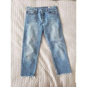 Levi's Vintage Wash Cropped Jeans